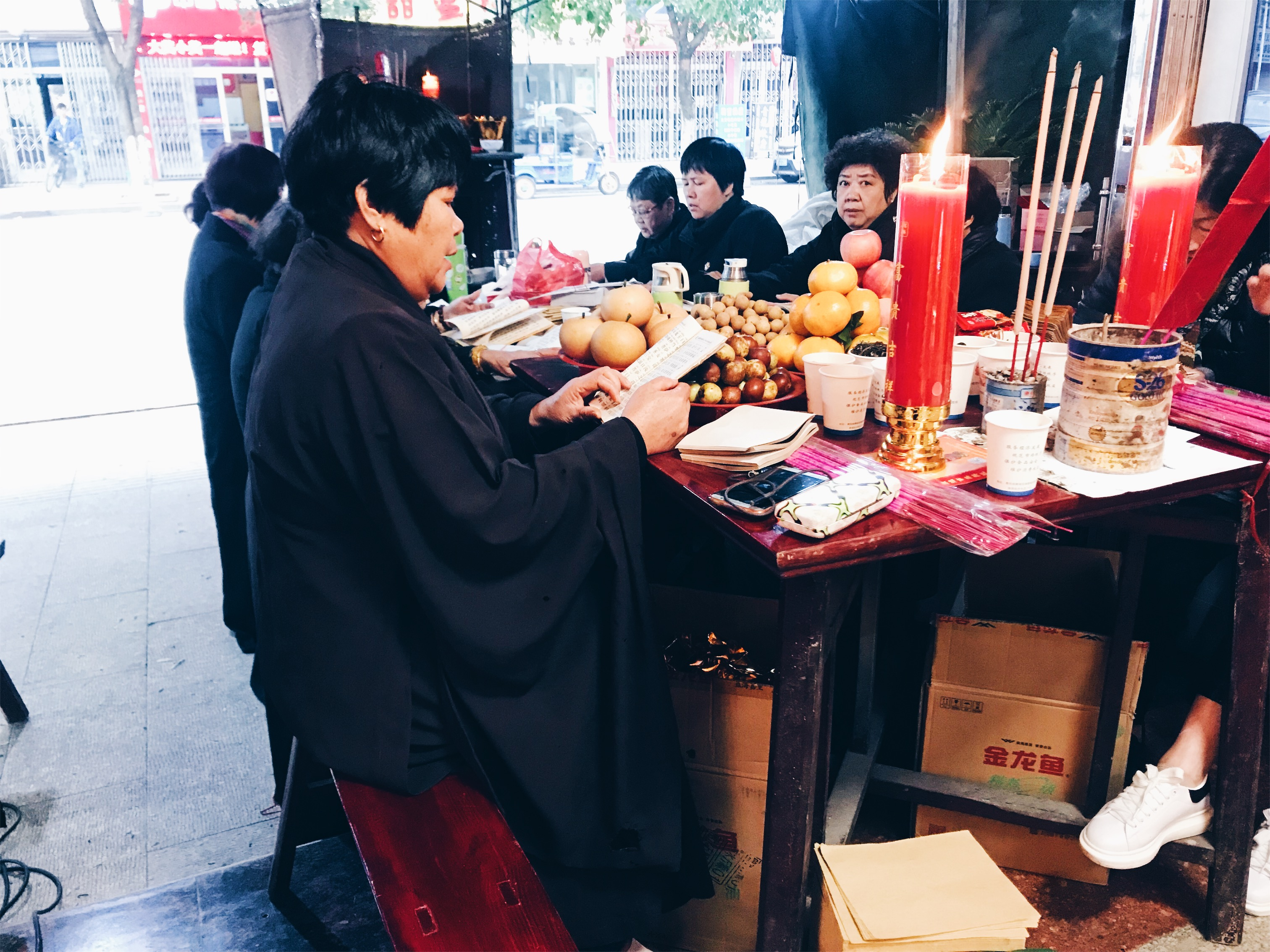 Chinese funeral - chanting nuns to guide grandfather Shan to the other side