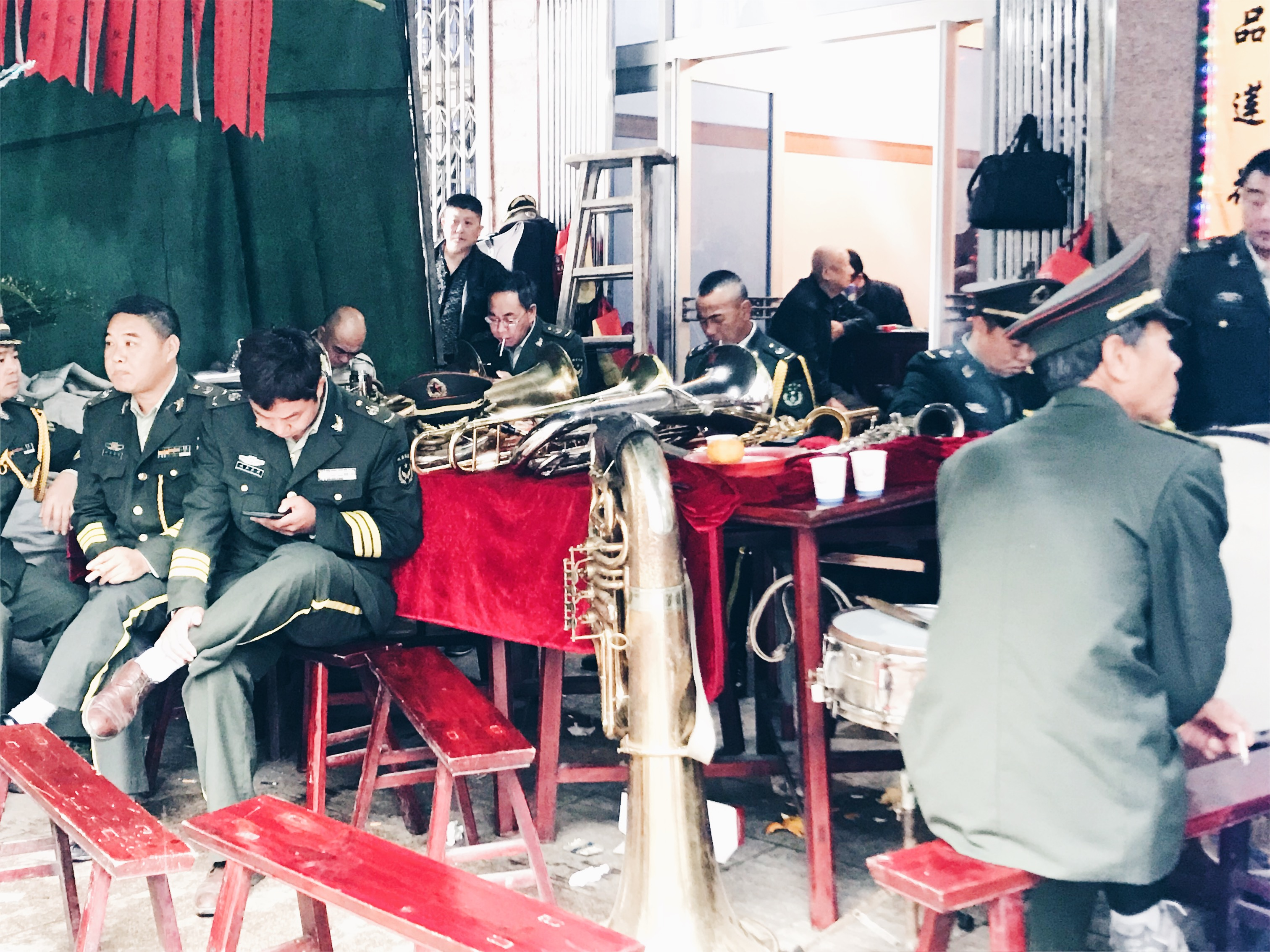 Chinese funeral - fanfare resting