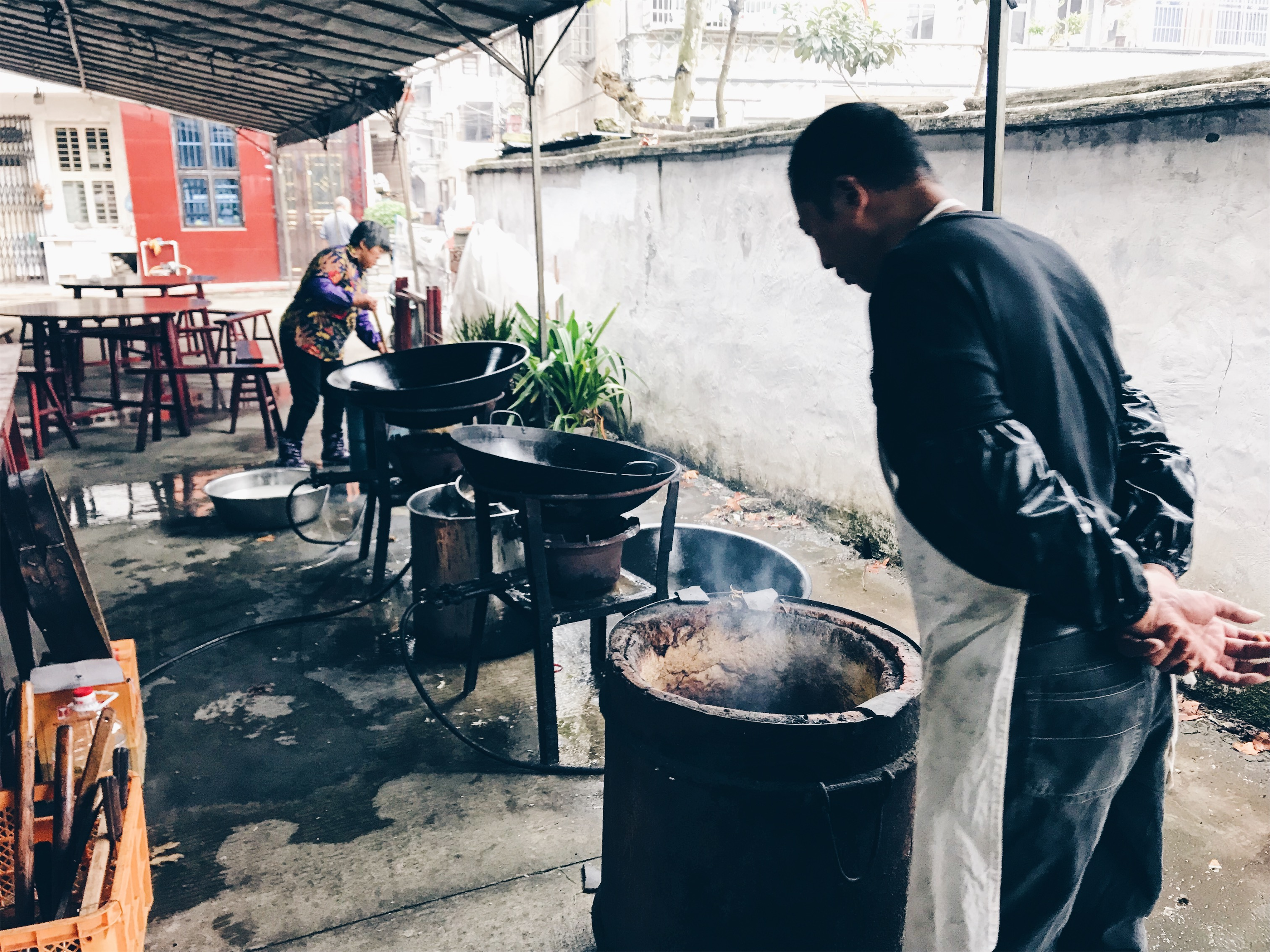 Chinese funeral - designated cook for breakfast, lunch and dinner